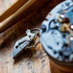 ¿Qué significa acabado a mano en relojería?